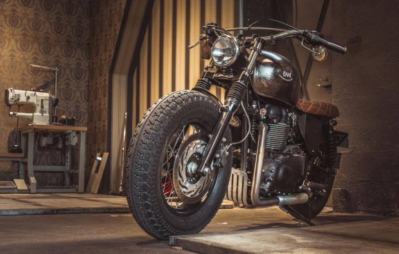 moto-baak-triumph-bonneville-bobber-lyon-custom