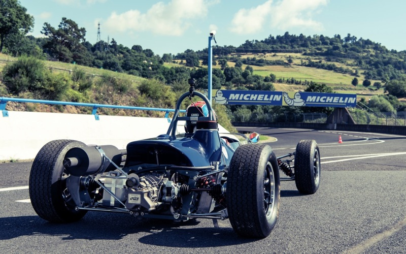 classic-racing-school-vintage-single-seater-driving