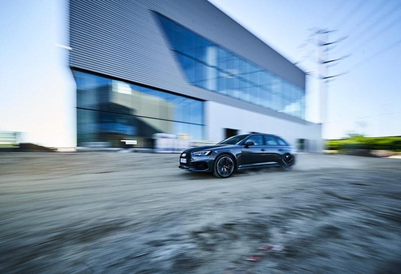 essai-audi-rs4-break-automobile-sportive-prestige